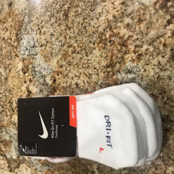 Nike Accessories - Nike no show new socks fits size 5-10 women